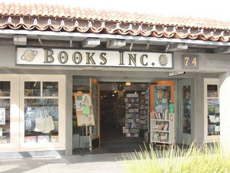 Books Inc. at Town and Country in Palo Alto. Photo by George Lu.