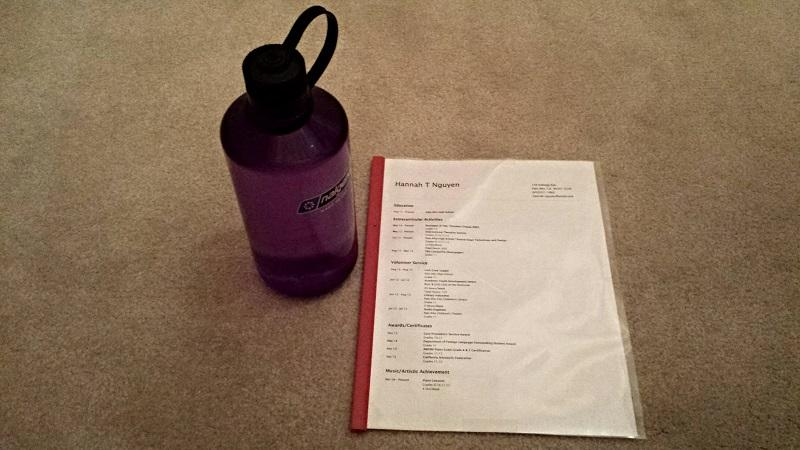 A water bottle and résumé are helpful items to to a college admissions interview. The interview is the only opportunity for applicants to meet with college representatives in person. Photo by Hannah Nguyen.
