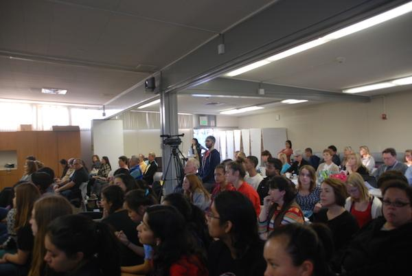 Palo Alto community members fill the District Office at tonight's board meeting. There was an open forum in which 24 speakers, most of whom were Gunn High School students, addressed the recent decision to eliminate non-academic Zero Period classes at Gunn. Photo by Jeanette Wong