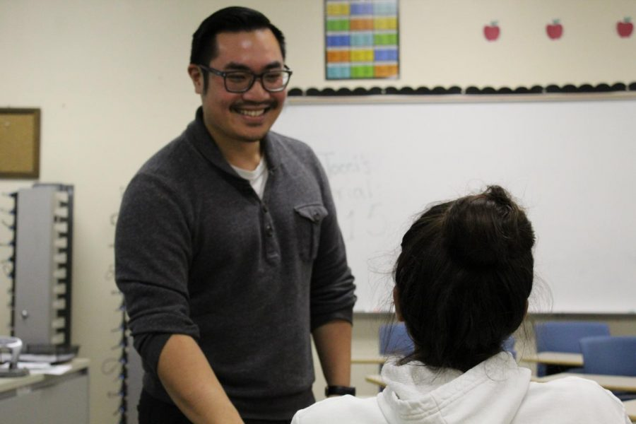 New+AP+Lang+teacher+George+Vuong%2C+discusses+his+favorite+part+about+teaching+the+class+and+what+he%27s+most+looking+forward+to+in+the+upcoming+year.+%22The+kids+come+in+and+it%27s+fresh+and+it%27s+new+and+it%27s+exciting%2C%22+Vuong+said.+%22It+makes+my+job+better+because+it%E2%80%99s+easier+to+get+them+through+the+material+if+they%E2%80%99re+actively+interested%22+Photo%3A+Margaret+Li+