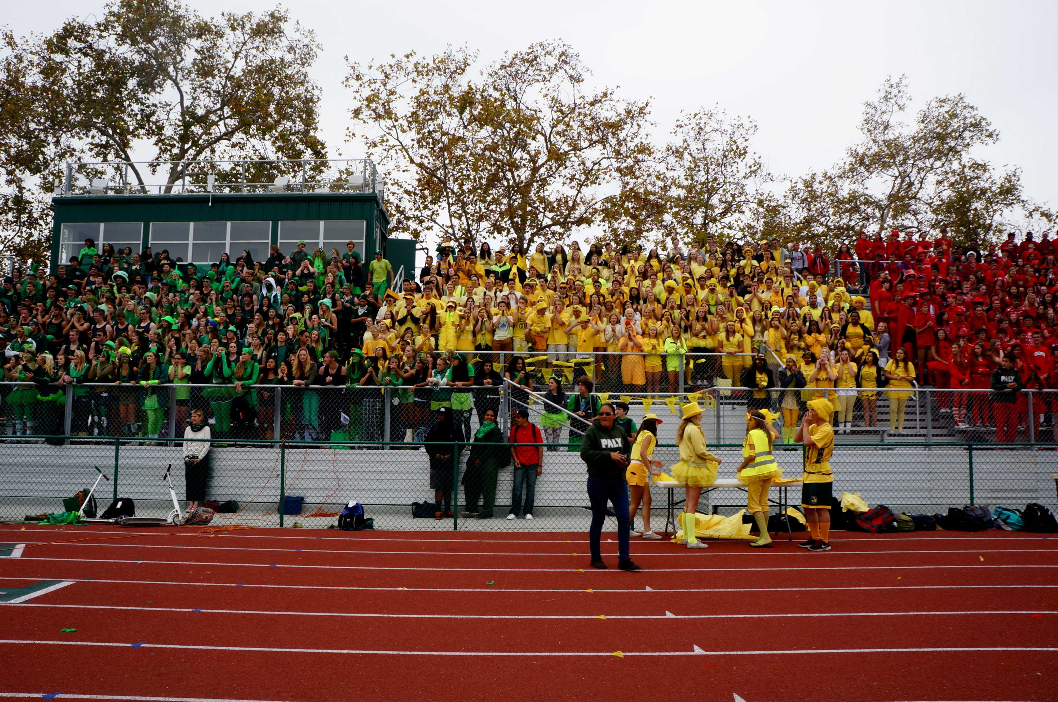 The sophomore class proudly shows off their yellow spirit color during the lunch rally. Photo by Cathy Rong.