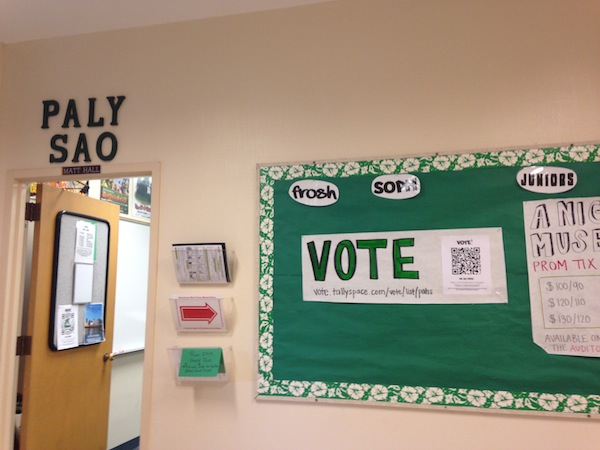 Paly ASB voting sign outside the SAO office. Photo by Liana Pickrell.
