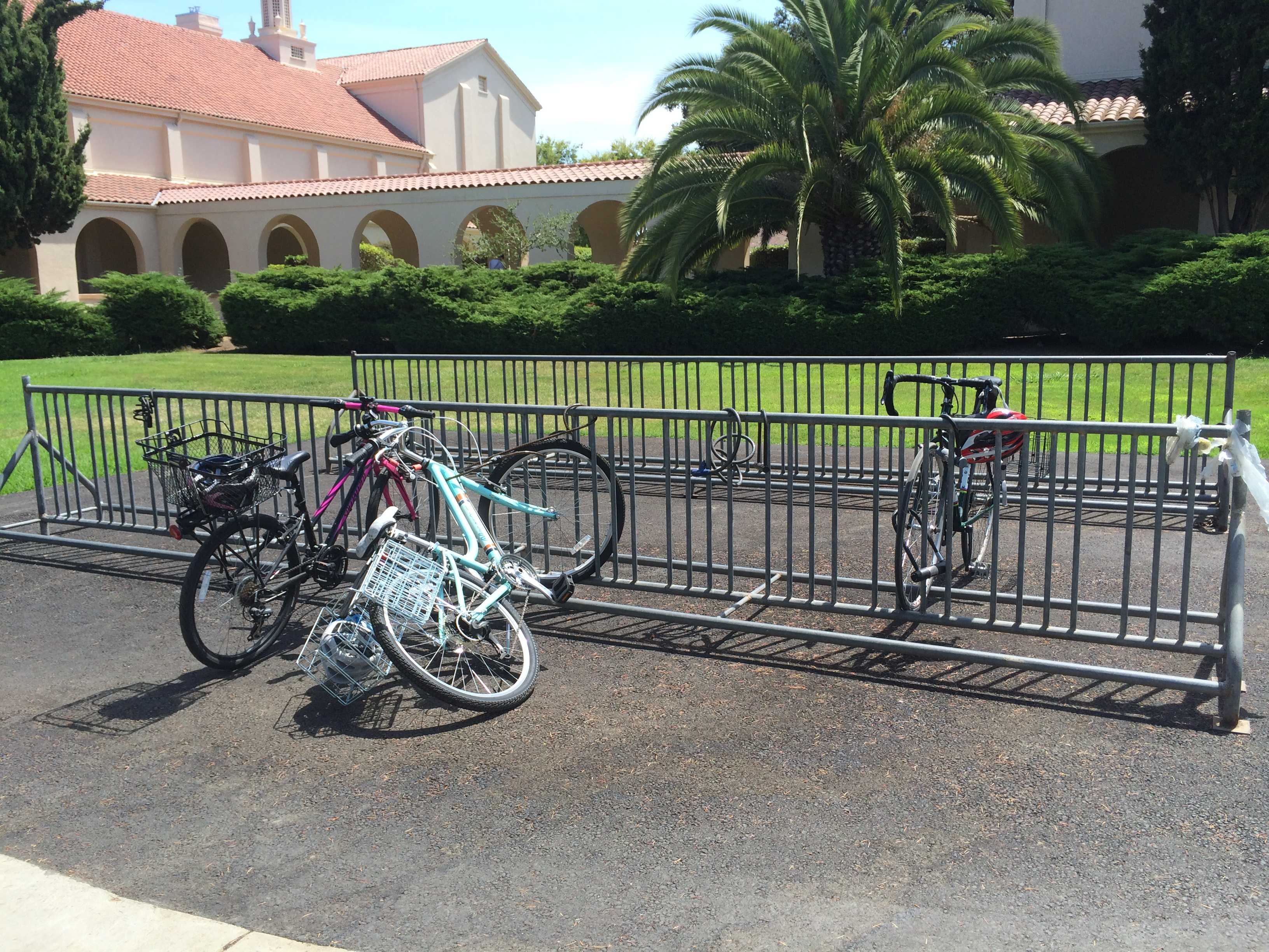A new bike rack has been set up between the administration building and the Embarcadero parking lot. Photo by Maddy Jones.
