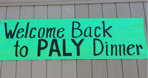 A sign announcing the Welcome-Back-To-School Dinner hangs on a portable in the Quad. Photo by Emma Chiu.