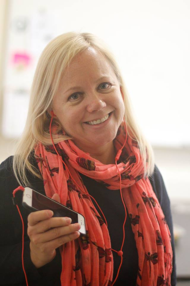 Kim Diorio listens to her favorite tunes wearing earbuds that match the color of her scarf. Photo by George Lu.