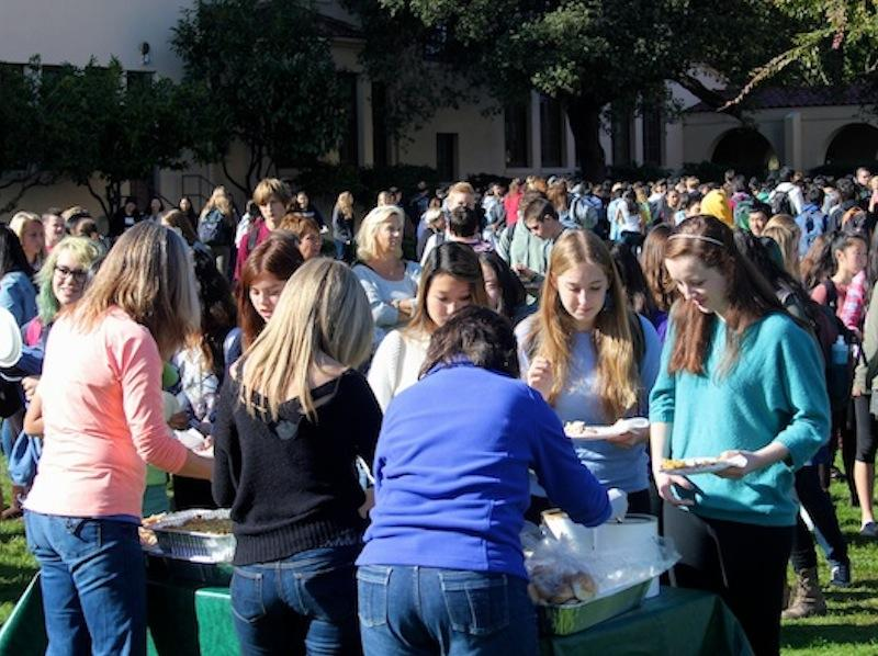 Students swarm food tables during the 2015 Turkey Trot. Photo by Sherwin Amsbaugh