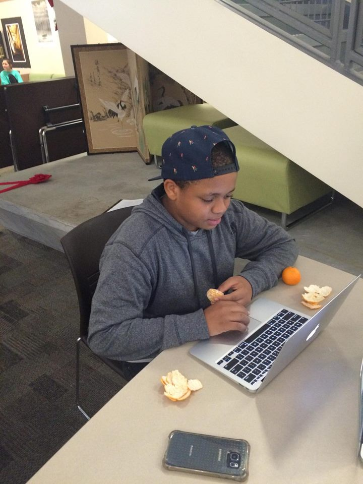 Freshman Jordan parker sits and the MAC and reviews his notes online as he eats a healthy snack. Photo by Aisha Chabane.