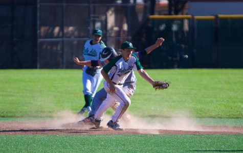 Baseball steals SCVAL title with 7th inning rally