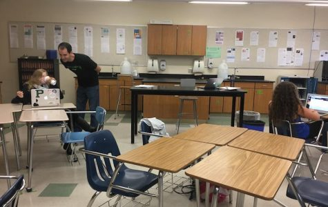 Students in 5th period blended AP Biology getting help from Mr. Olah during their flex period. Photo: Daniella Maydan