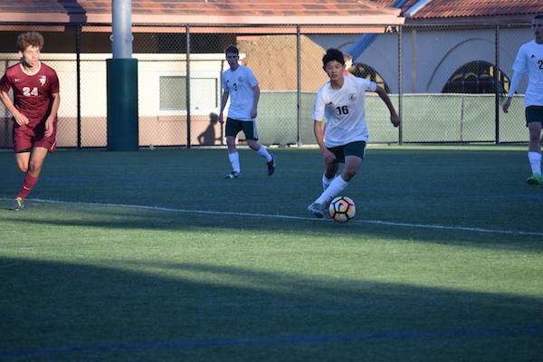 Boys' soccer defeats Menlo-Atherton in tight match