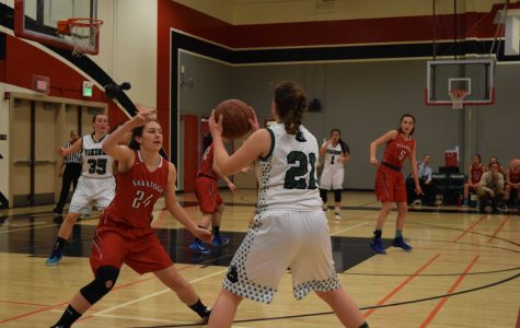 Girls' basketball dominates Saratoga in league opener