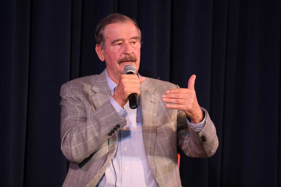Former Mexican president Vicente Fox visits Paly