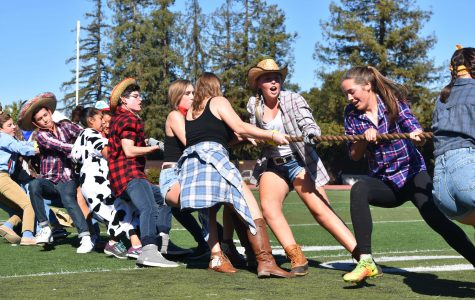 Recap: Seniors win tug of war at lunch rally