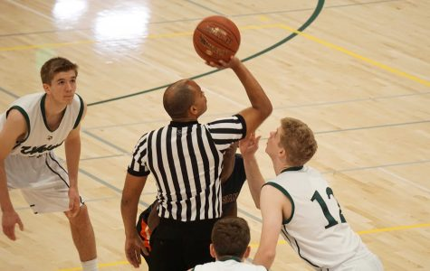 Boys' basketball squares off against Los Gatos
