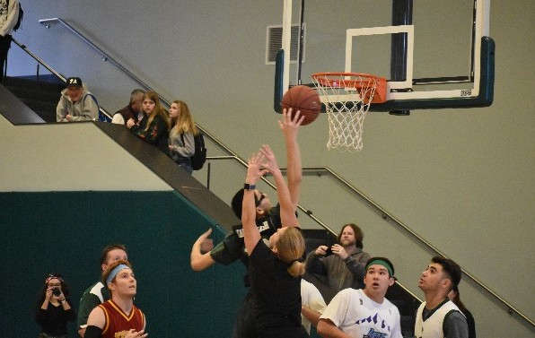 Staff edges out students in Winter Rally basketball game