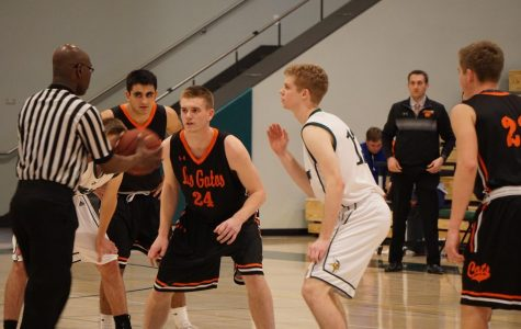 Boys' basketball clinches league title in emphatic win over Los Gatos