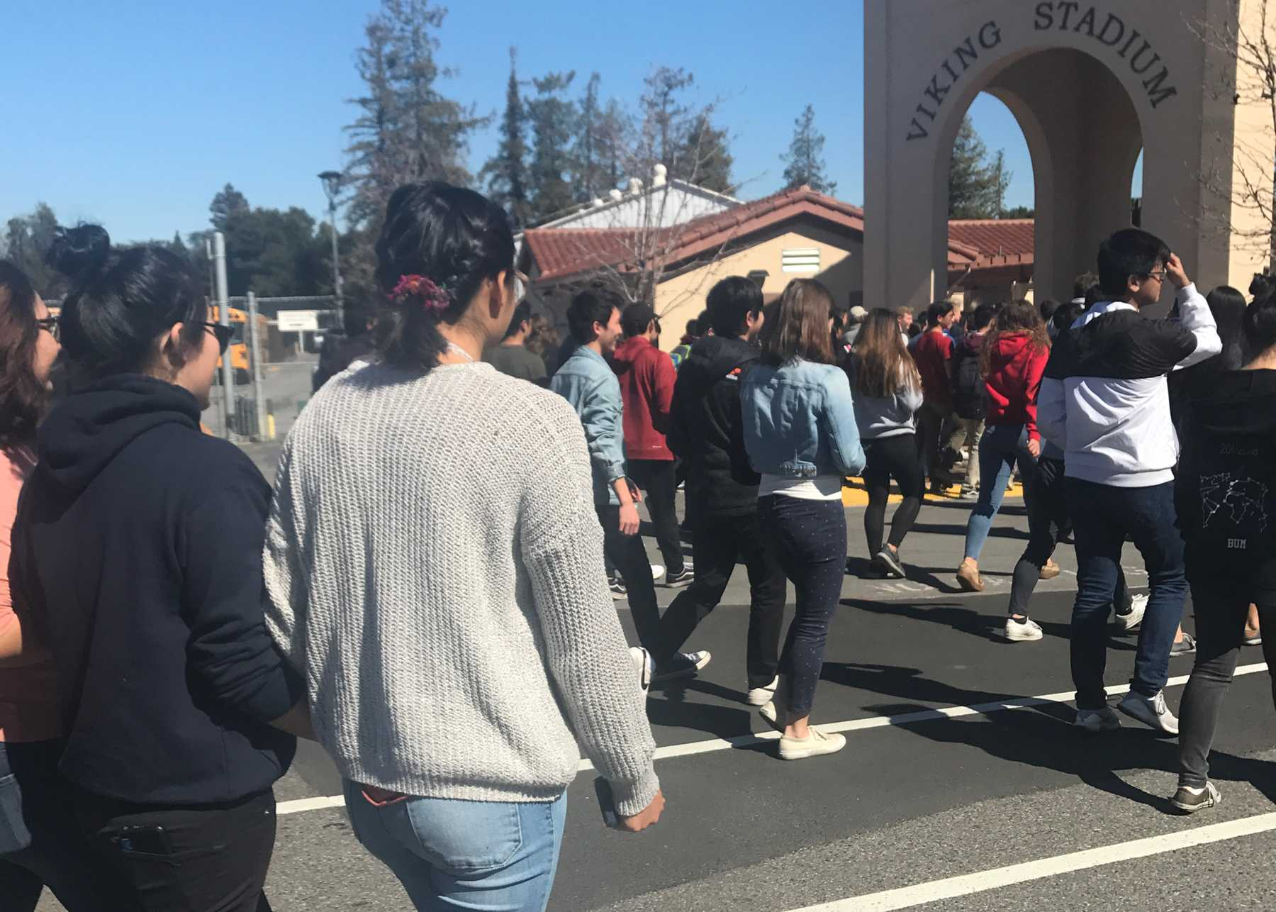 Palo Alto High School students walk towards the football field after a fire alarm disrupted class during 5th period on Wednesday afternoon. Palo Alto High School junior Andrew Shih, in addition to many other students, will have his testing schedule impacted by the drill in the upcoming week.