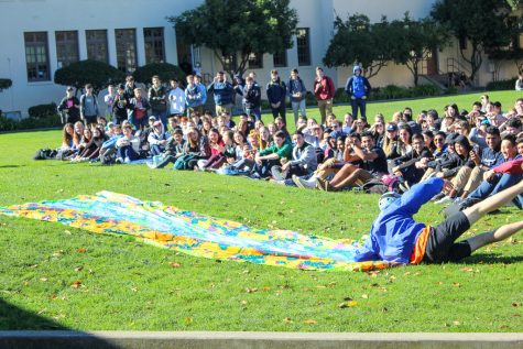 Slideshow: Friday lunch rally