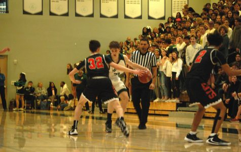 Boys' basketball defeats rival Los Gatos with strong defense