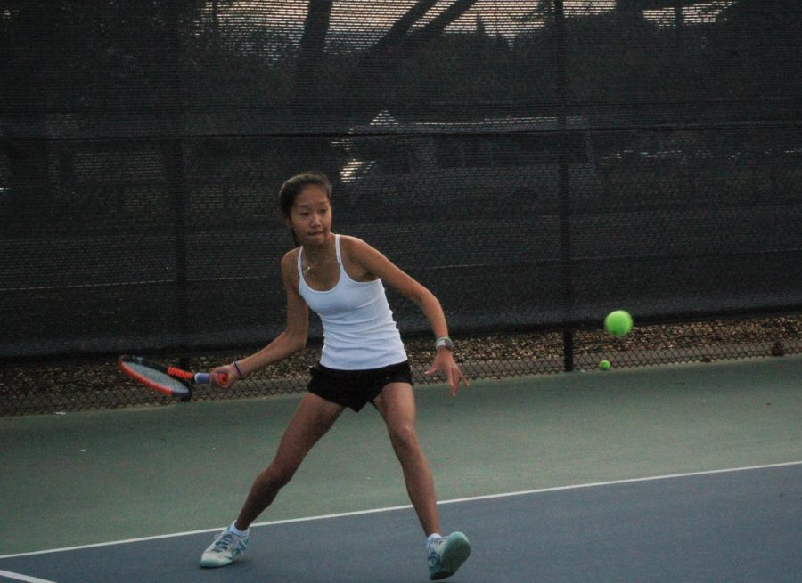 Girls' tennis defeats Saratoga in first home game