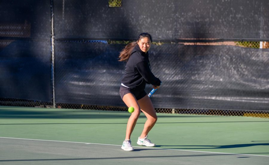 Girls' tennis beats Los Gatos in first match since April