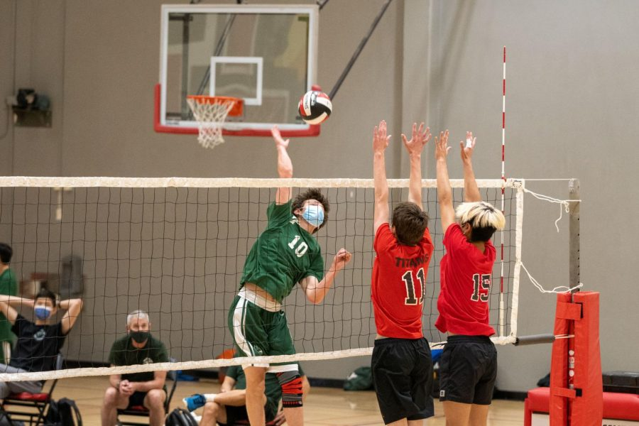 Boys' volleyball falls to Gunn in surprising reversal of scores